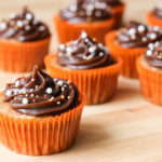 Carrot cake cupcakes with brigadeiro frosting